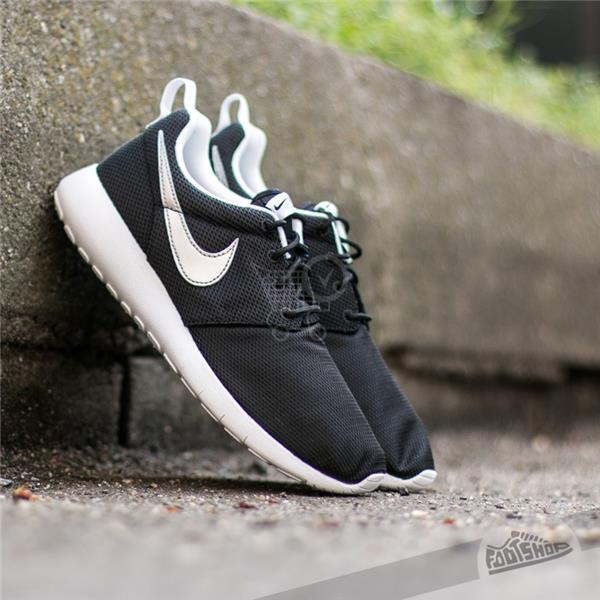 NIKE Roshe One (GS) Black/ Metallic Silver/ White - White US 5.5